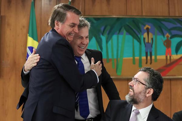 Bolsonaro convida Mauro ao Aliança, mas governador rejeita: não cogito sair do DEM
