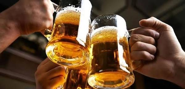 Homem consome R$ 2,9 mil em bebidas alcoólicas em boate, sai sem pagar e é preso