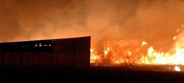 Por ciúmes, homem ateia fogo em casa na zona rural