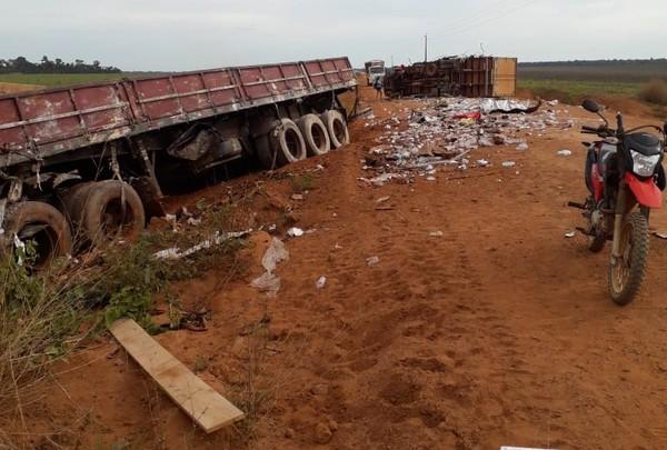 Motorista morre e outro fica ferido em batida entre dois caminhões entre Cláudia e Marcelândia