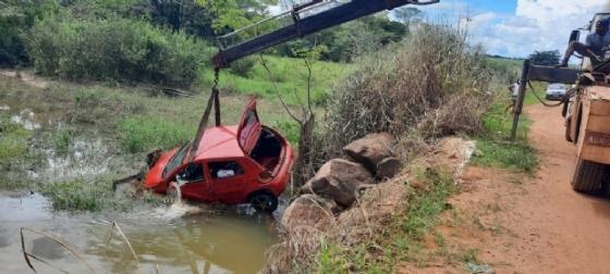 Carro cai em rio de MT e motorista desaparece