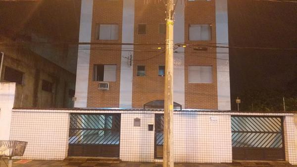 Homem morre após despencar do 2º andar de prédio durante entrega de geladeira no litoral de SP