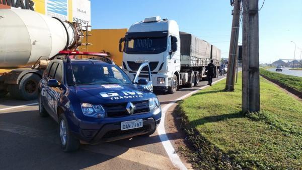 Sorriso: carretas são flagradas em manobras proibidas no viaduto da BR-163