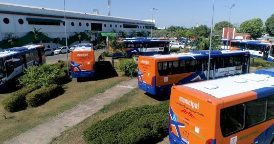 Kalil entrega 10 novos ônibus adaptados para integrar com BRT