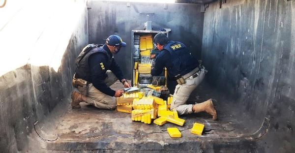 PRF apreende 400 kg de cocaína que estavam em caminhão que saiu de Sorriso