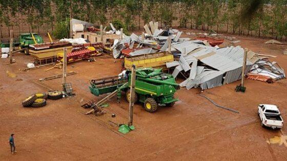 Temporal destrói barracão e arranca árvores de fazenda em MT