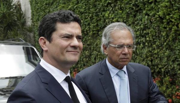 Vazamento é para parar reforma, sugere Guedes