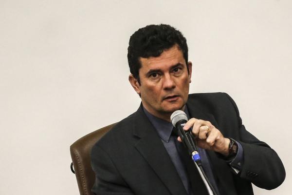 Moro diz que diretor-geral da PF fica no cargo, mas que 'as coisas eventualmente podem mudar'