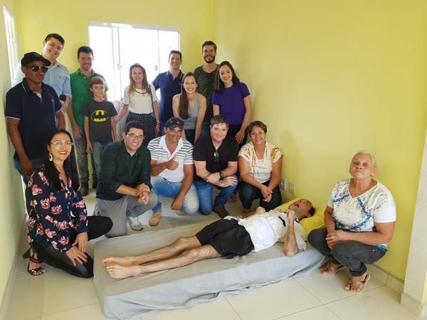SOLIDARIEDADE: Sorriso FM, SBT, empresários e arquitetos realizam a entrega da chave da casa ao Anderson Couto