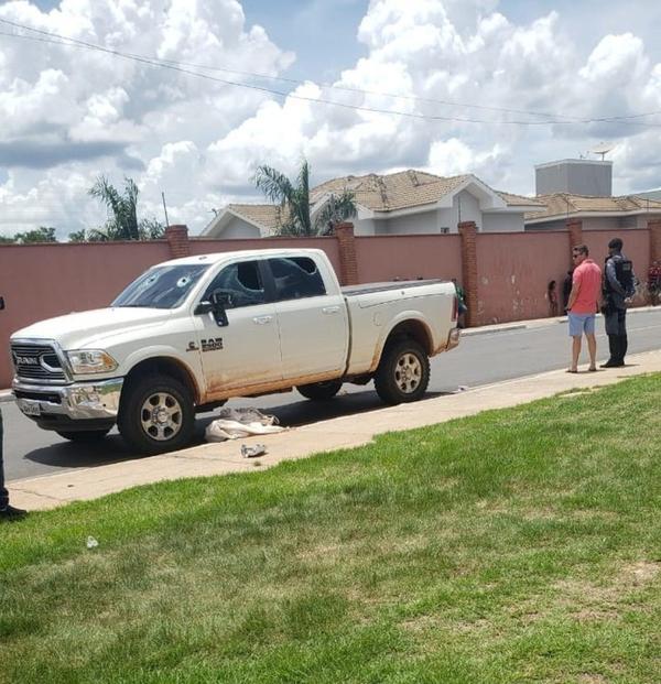 Mãe e filhos são atropelados por caminhonete em Cuiabá e crianças morrem