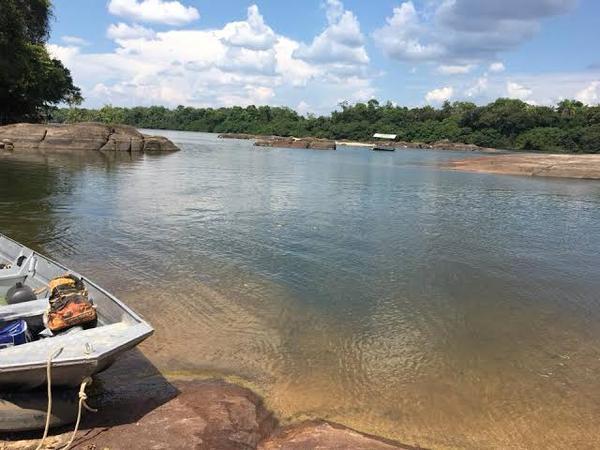 7 pessoas são resgatadas após embarcação virar no Rio Teles Pires