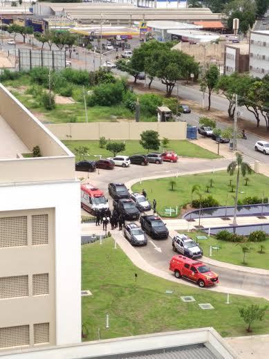 Bombeiros fazem rapel e evitam que mãe jogue filho pela janela de apartamento em Cuiabá