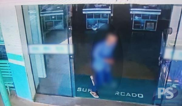 Bandido invade mercado e leva R$ 2,7 mil em dinheiro e R$ 24 mil em cheques