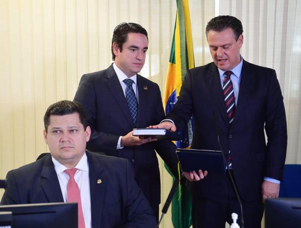 Fávaro toma posse como novo senador da república na vaga de Selma Arruda
