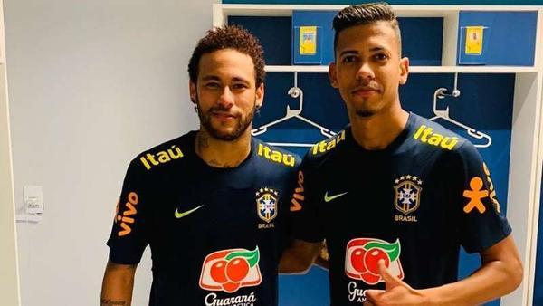 Cruzeiro pede, e lateral que deu caneta em Neymar deixa treinos da seleção brasileira