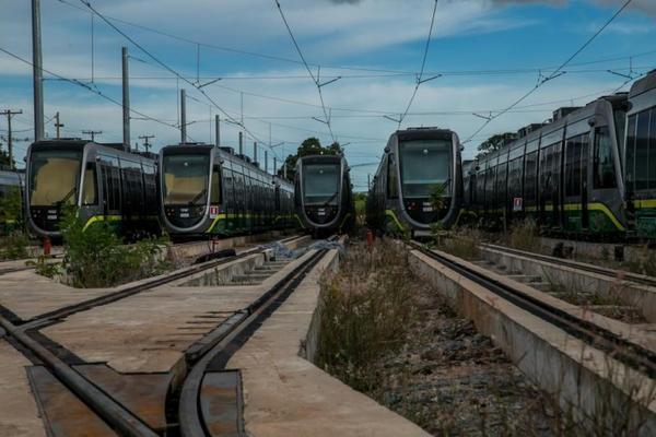 Após decisão judicial, governo de MT diz que vai decidir em 30 dias futuro da obra do VLT que está parada desde 2014
