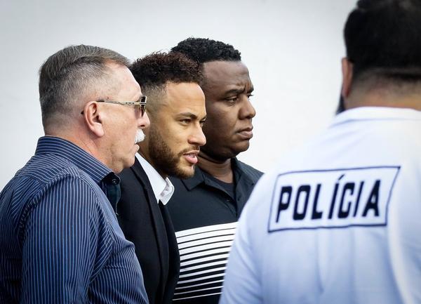 Prazo para polícia investigar denúncia de estupro contra Neymar termina nesta segunda-feira