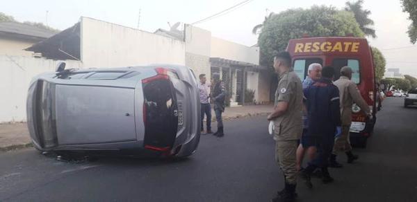 Sorriso: veículo tomba após ter preferencial invadida; apesar do estrago, não houve feridos