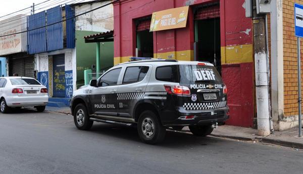 Estudante de Direito quebra vidro de carro e furta tapetes avaliados em mais de R$ 10 mil