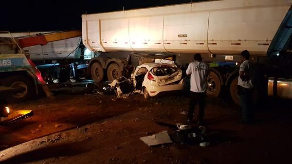 Acidente entre carreta com placas do Nortão e carro faz quatro vítimas na BR-364